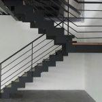 Réalisation d'un escalier dans un entrepôt